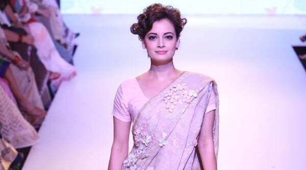 Dia Miza在Lakme时装周的展示