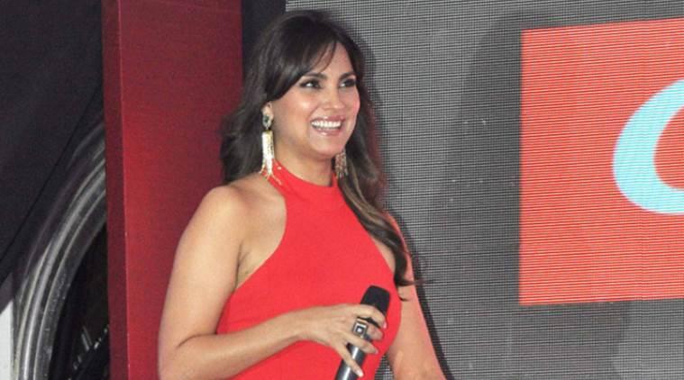 Lara Dutta警告粉丝对假Facebook帐户