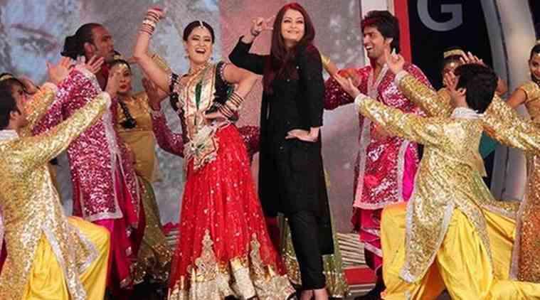 Aishwarya Rai在Isl Opener队的歌曲中跳舞