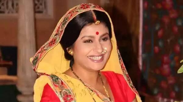 Jaya Bhattacharya为她的共同星家获得家庭熟食