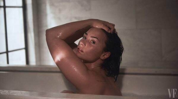 "Demi Lovato裸体姿势,称之为""赋权"""
