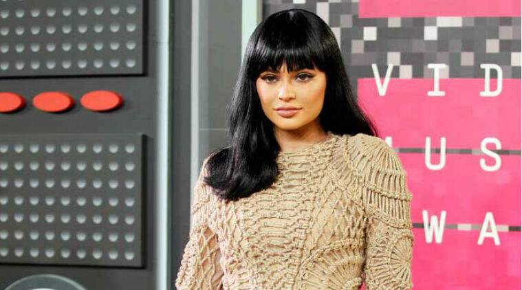 Kylie Jenner为朋友买了70,000美元的汽车