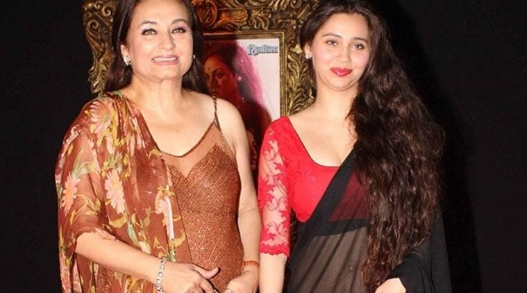 Veteran女演员Salma Agha和女儿Sasha在'Bigg Boss 9'中?