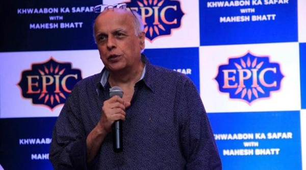 Mahesh Bhatt在Bollywood Studios上展示