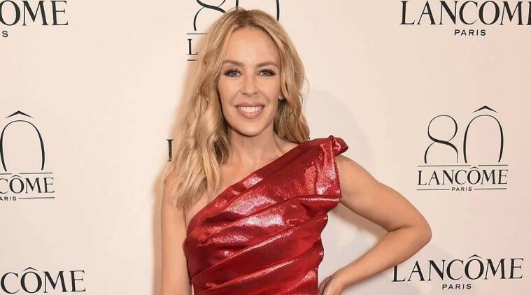 与男朋友的Kylie Minogue分子在圣诞节党