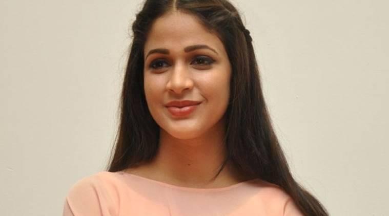 Lavanya Tripathi在C.v.Kumar的董事首次亮相