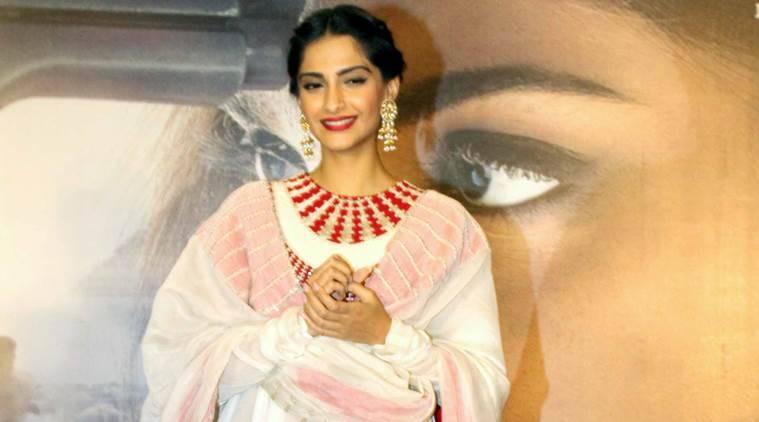 """Sonam Kapoor对巴基斯坦的""""Neerja""""盗版感到失望"""